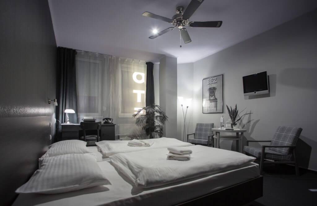 Hotelová izba Black & White Room v Hoteli Centrum